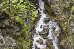 Rivière sur les coteaux au Tessin