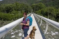 Tania et Indy traverse la Maggia